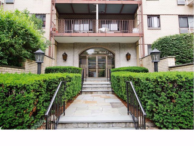 2 BR,  1.00 BTH   style home in New Rochelle