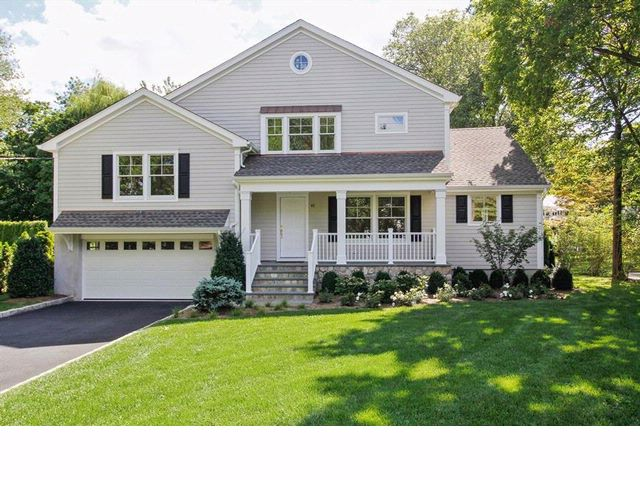 4 BR,  4.00 BTH  Colonial style home in Mamaroneck