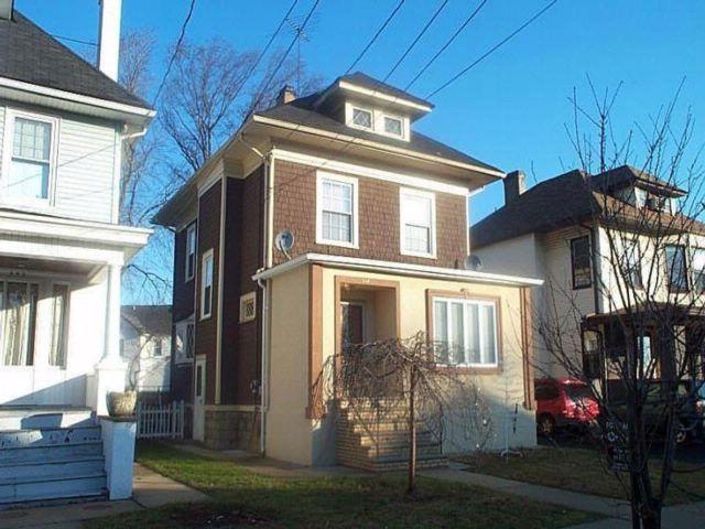3 BR,  2.00 BTH Colonial style home in Elizabeth