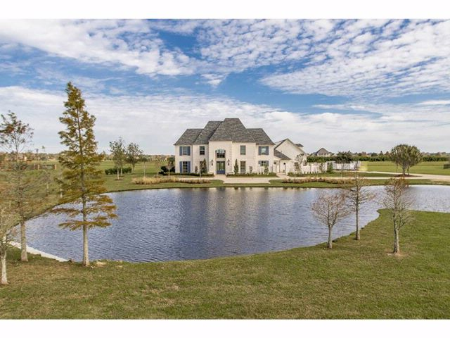 6 BR,  4.00 BTH Custom home style home in Baton Rouge