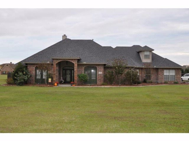 4 BR,  2.50 BTH Ranch style home in Bossier City
