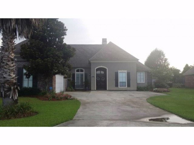 4 BR,  2.50 BTH  Contemporary style home in Denham Springs