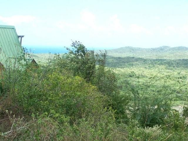 Lot <b>Size:</b> 808 sq mts  Land style home in Vieques