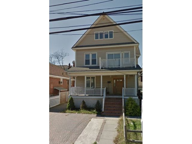 9 BR,  5.00 BTH Victorian style home in Belle Harbor