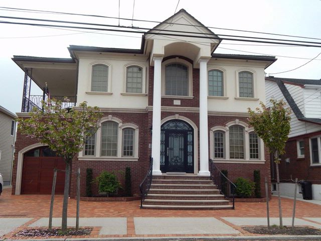 4 BR,  4.50 BTH  Colonial style home in Belle Harbor