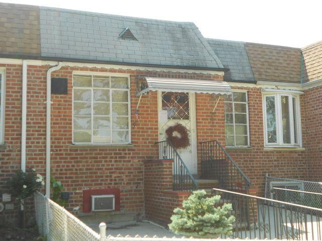 2 BR,  1.50 BTH Ranch style home in Middle Village