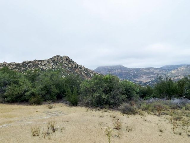 Lot <b>Size:</b>  Land style home in Jamul