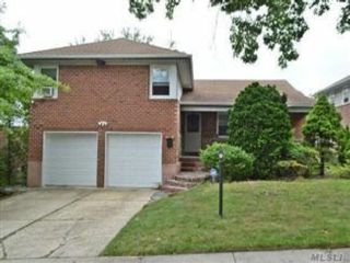 3 BR,  3.00 BTH  Split style home in Bayside