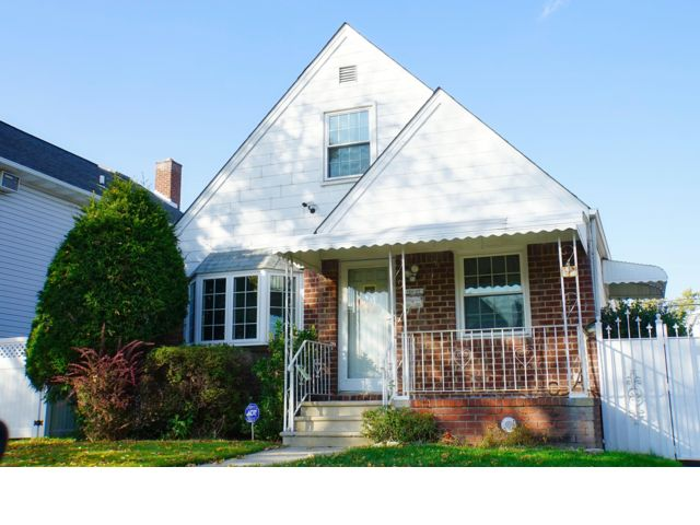 3 BR,  2.50 BTH  Ranch style home in Whitestone
