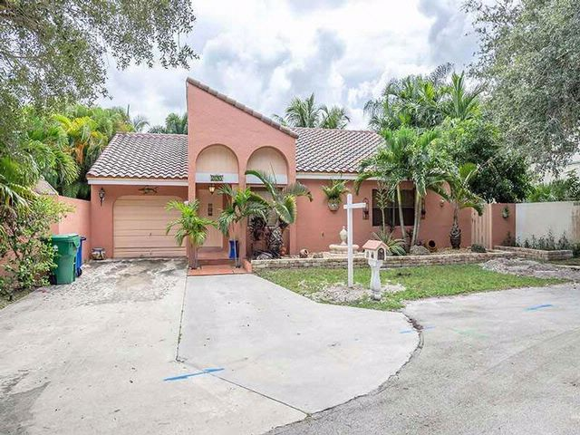3 BR,  2.00 BTH  Mediterranean style home in Cooper City