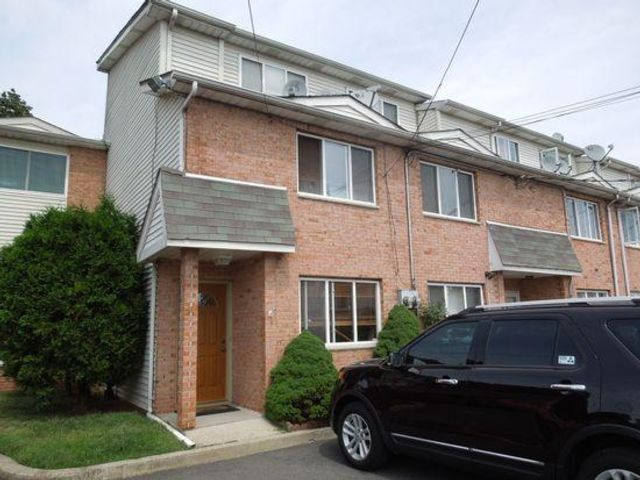 3 BR,  1.00 BTH Townhouse style home in Staten Island