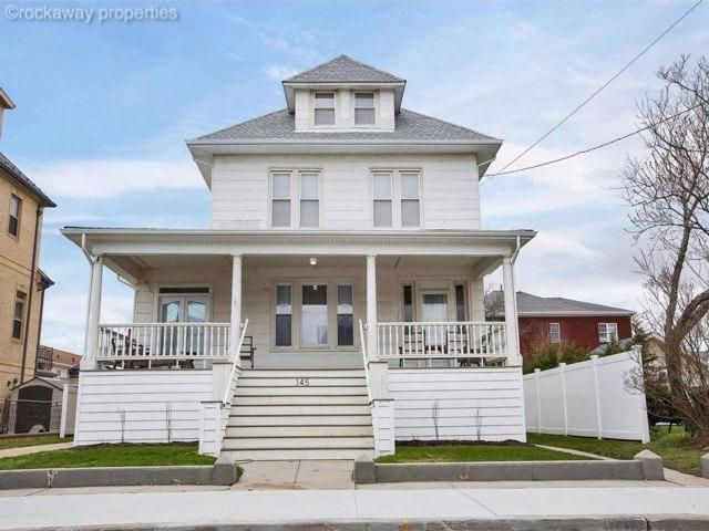 7 BR,  2.50 BTH Victorian style home in Belle Harbor