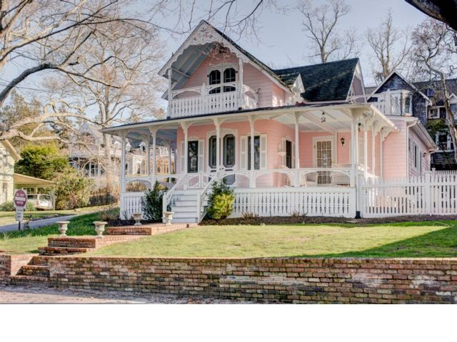 3 BR,  2.00 BTH  Victorian style home in Shelter Island