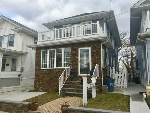 3 BR,  3.00 BTH Colonial style home in Belle Harbor