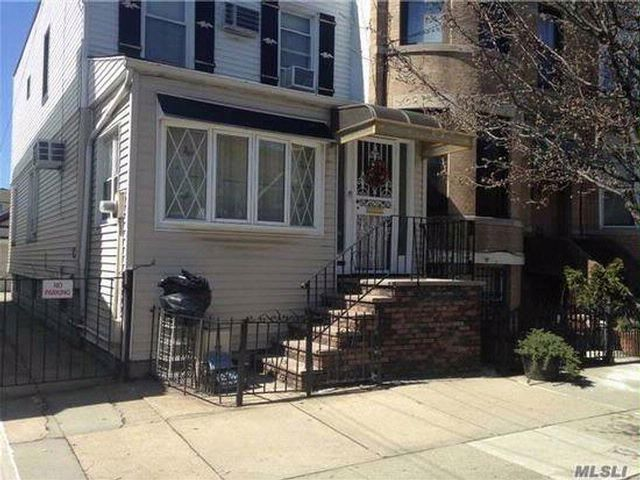 4 BR,  2.50 BTH  style home in Glendale