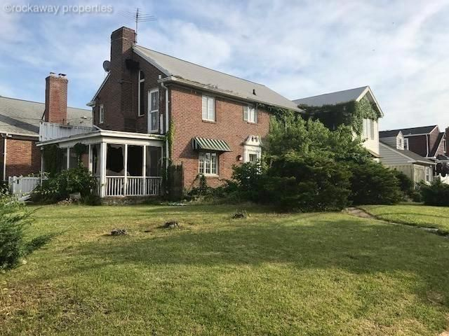 4 BR,  5.50 BTH  style home in Belle Harbor