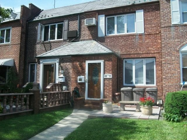 2 BR,  2.00 BTH Townhouse style home in Maspeth