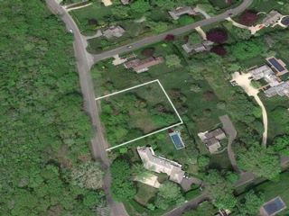 Lot <b>Size:</b> 0.61 acres  Land style home in East Hampton