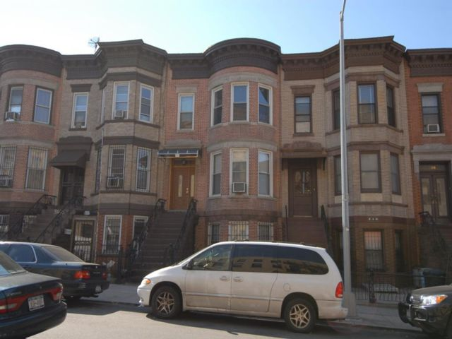 6 BR,  3.00 BTH  Townhouse style home in Brooklyn