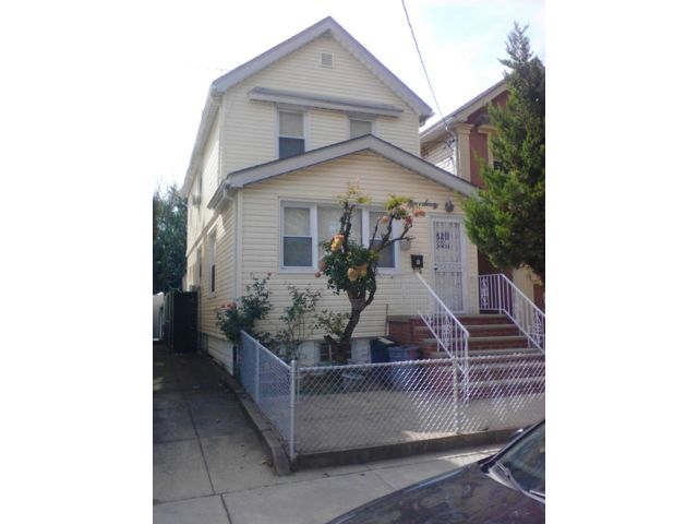 3 BR,  2.00 BTH Colonial style home in Canarsie
