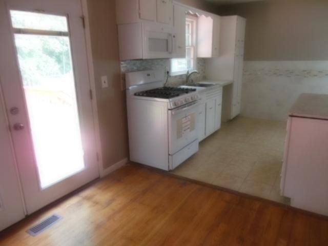 3 BR,  1.00 BTH  Ranch style home in Middlesex