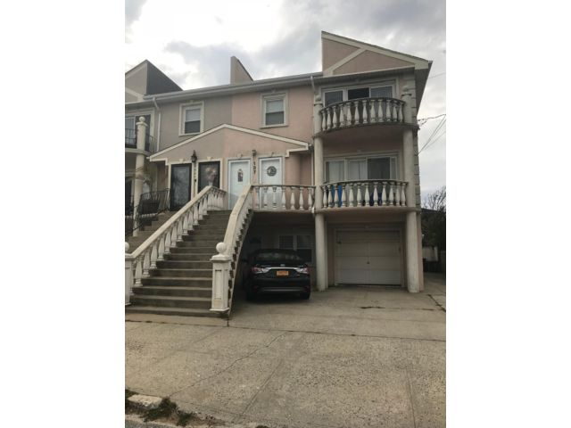 7 BR,  5.00 BTH  style home in Belle Harbor
