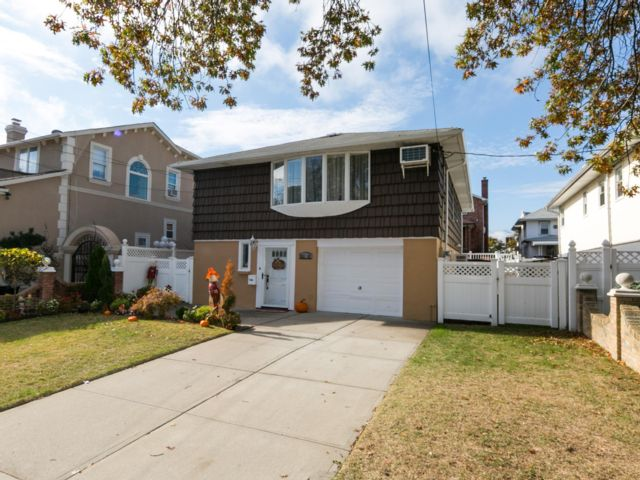 [Howard Beach Real Estate, listing number 6781400]