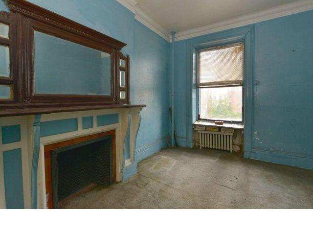 8 BR,  3.00 BTH Condo style home in New York