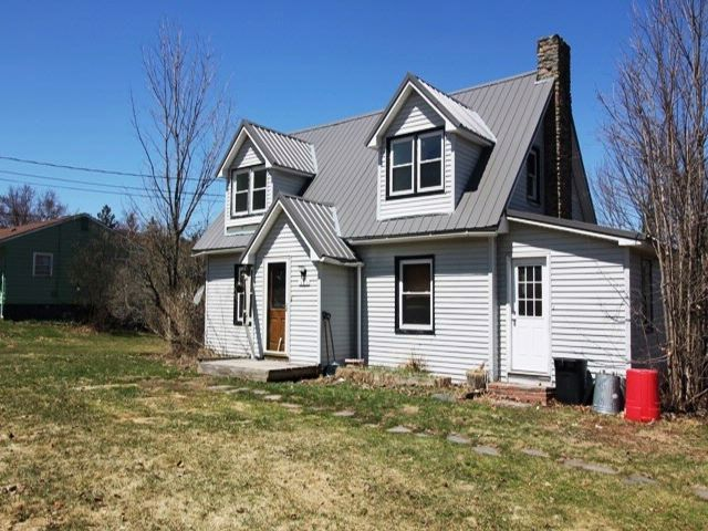 3 BR,  1.50 BTH  Cape cod style home in Liberty