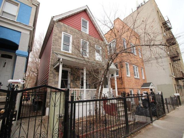 6 BR,  3.00 BTH   style home in Bronx