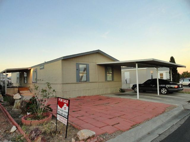 4 BR,  3.00 BTH  Mobile home style home in Las Vegas