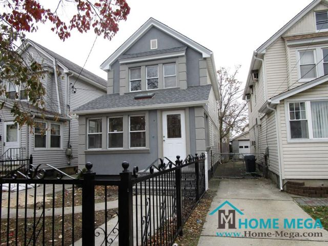 3 BR,  2.50 BTH   style home in Queens Village