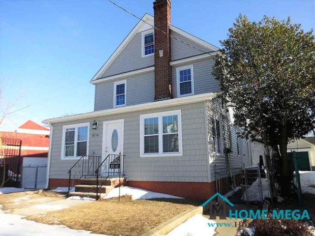 7 BR,  5.00 BTH  style home in Saint Albans
