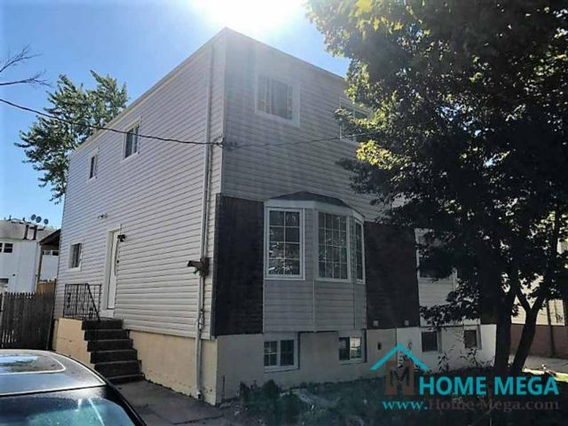 3 BR,  3.00 BTH  style home in Rosedale