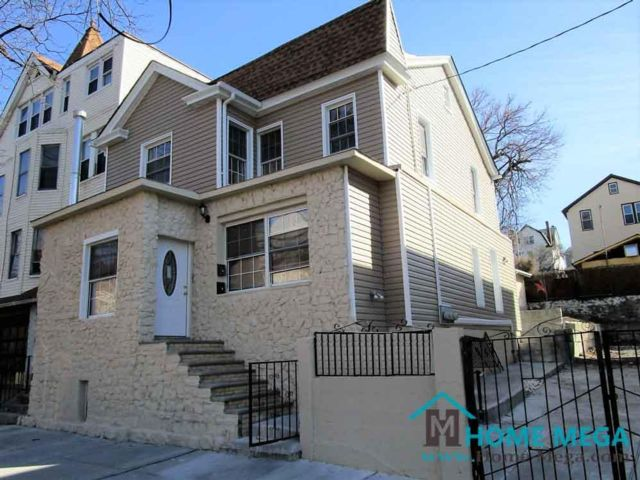 6 BR,  3.00 BTH   style home in Williamsbridge