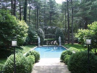 4 BR,  3.50 BTH House style home in East Hampton