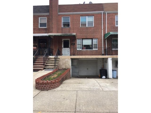 3 BR,  1.50 BTH Colonial style home in East Elmhurst