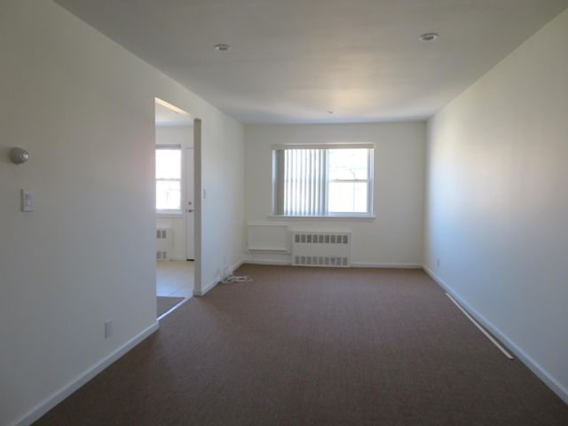 2 BR,  1.00 BTH  Apartment style home in Middle Village