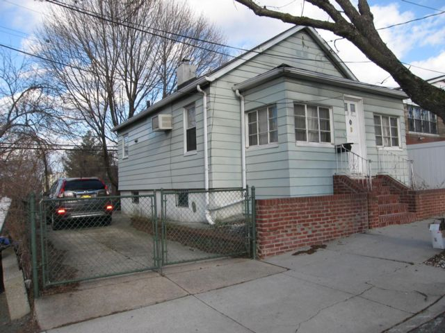 2 BR,  1.00 BTH Bungalow style home in Elmhurst