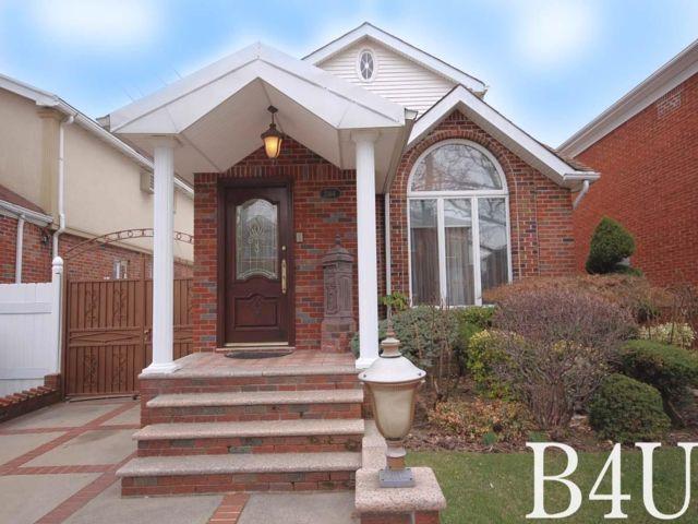 3 BR,  3.50 BTH Duplex style home in Bergen Beach