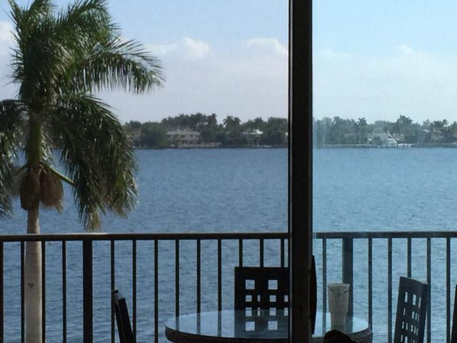 2 BR,  2.00 BTH  Condo style home in West Palm Beach
