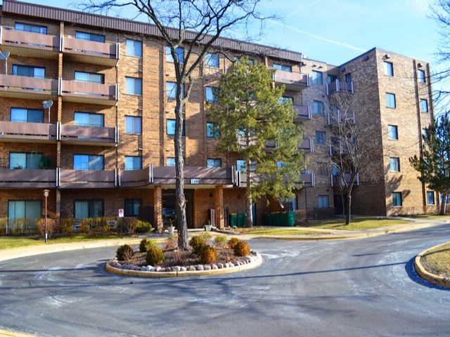 2 BR,  2.00 BTH Condo style home in Elk Grove Village