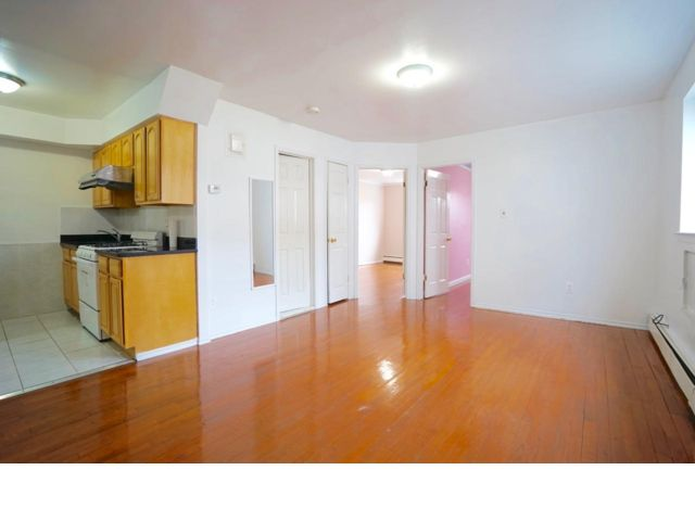 3 BR,  1.00 BTH Apartment style home in Bayside