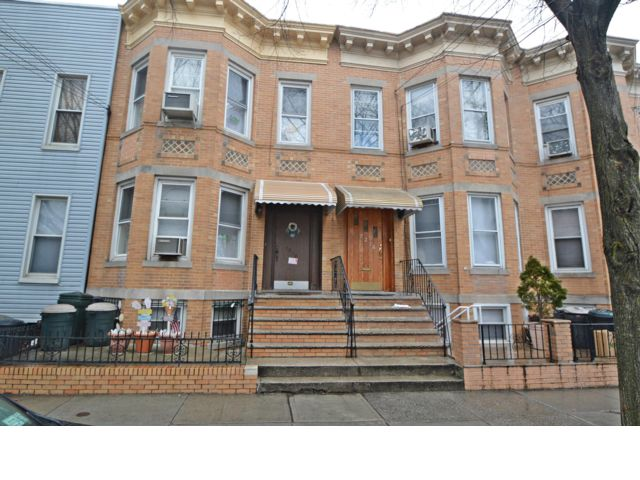 5 BR,  2.00 BTH Townhouse style home in Glendale