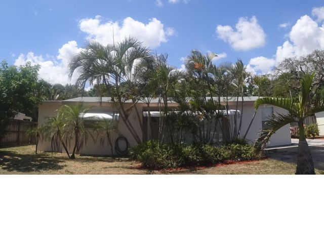 3 BR,  2.00 BTH  Ranch style home in West Palm Beach