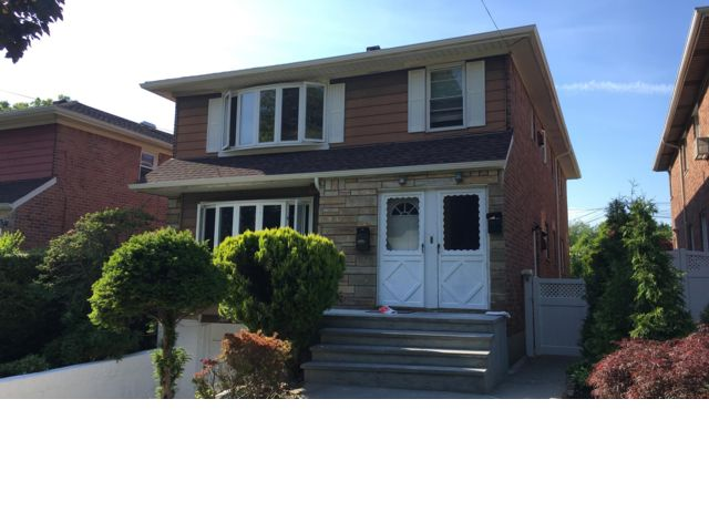 3 BR,  2.00 BTH  Apartment style home in Bayside