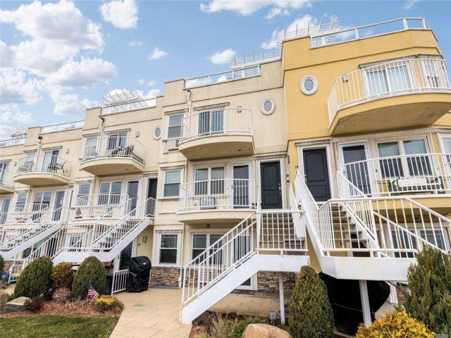 3 BR,  2.50 BTH Condo style home in Rockaway Park