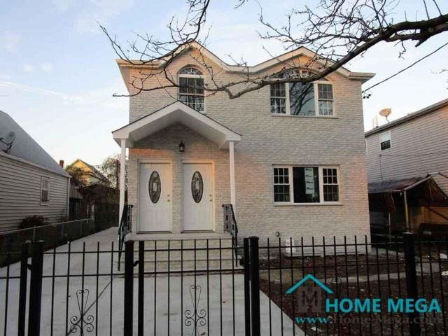 6 BR,  4.00 BTH  style home in Jamaica