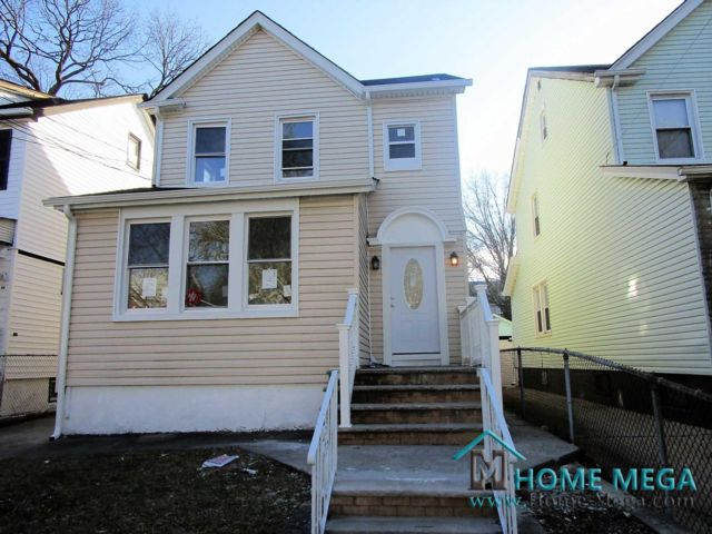 4 BR,  3.00 BTH  style home in Rosedale