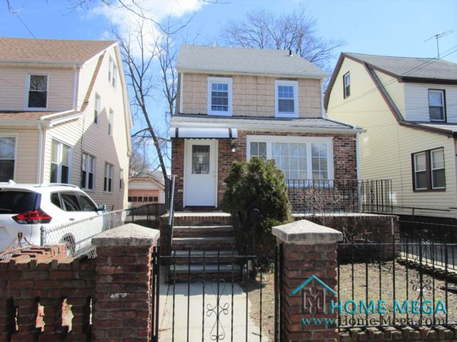 4 BR,  4.00 BTH   style home in Laurelton
